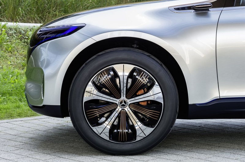 Tu_je_elektricke_SUV_Mercedesu_konkurencia_k_Tesle_2019_3