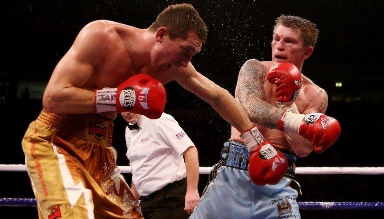 Bývalý majster sveta Ricky Hatton (vpravo) uviedol, že sa zamiloval do boxerských rukavíc Cleto Reyes.