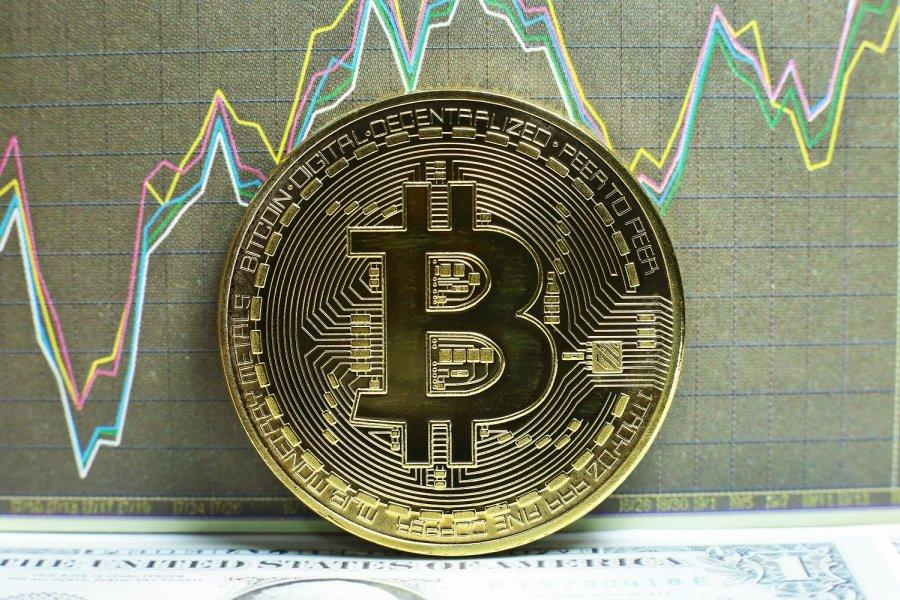 Cena_Bitcoin_vyskocila_nad_1000_dolarov_Prvykrat_za_3_roky_2016