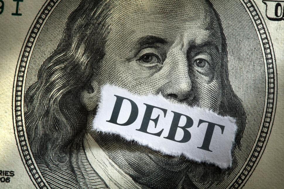 Dlhovy_strop_je_dalsou_hrozbou_pre_ekonomiku_USA_2017