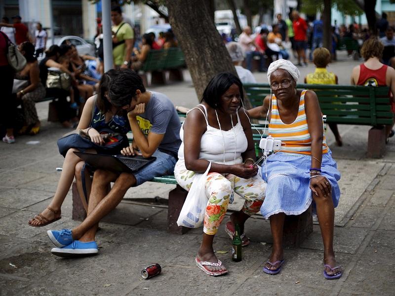 Takto_funguje_internet_na_Kube