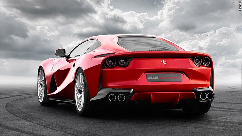 Ferrari_odhali_ najrychlejsie_produkovany_automobil_Superfast_2