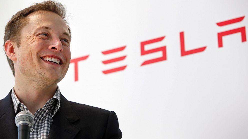 Musk_nespokojnym_akcionarom_Tesla_Kupte_si_Ford_2017