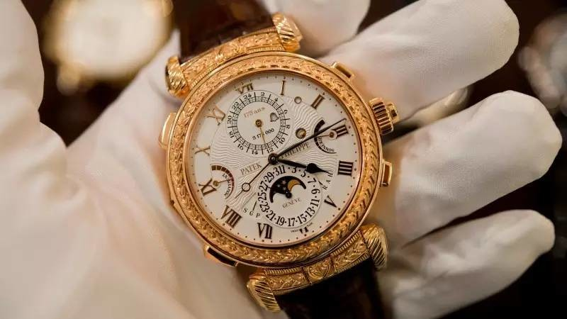 Najdrahsie_hodinky_sveta_Za_najnovsie_kupite_90_Ferrari_2017_Patek_Philippe_Grandmaster_Chime