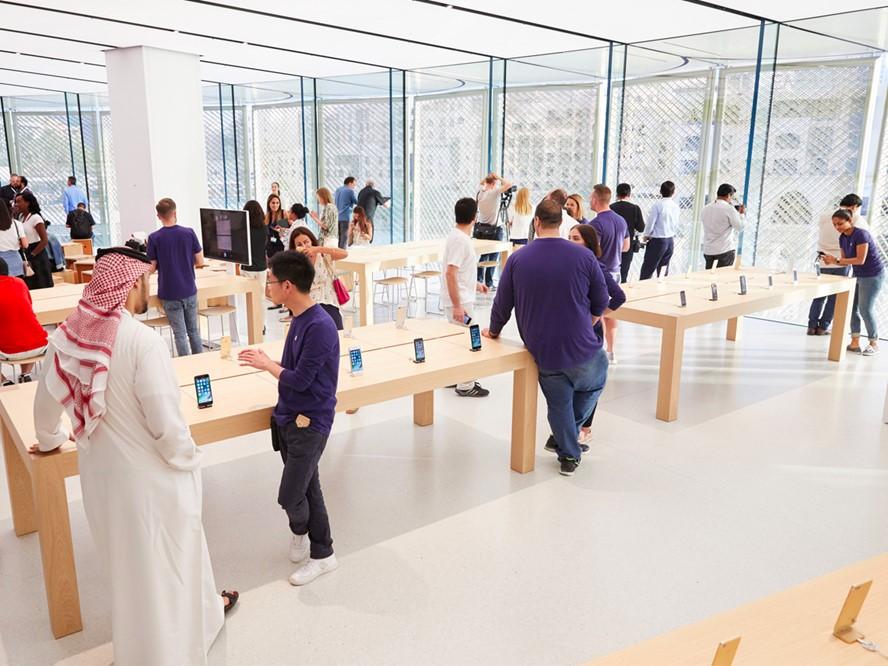 Apple_v_Dubaji_otvoril_novy_specialny_obchod_2017