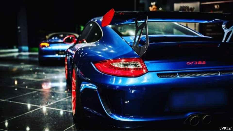 Automat_na_luxusne_Bentley_Ferrari_porsche_a_Lamborghini