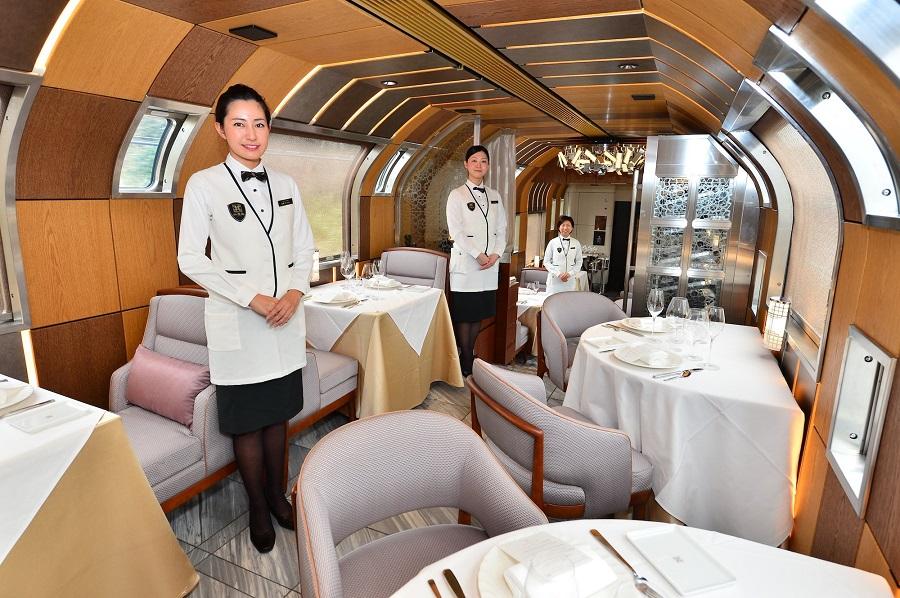 Vylet_japonskeho_luxusneho_vlaku_za_7_200_libier_2017_4