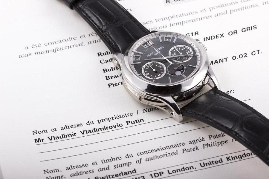 1_milionove_hodinky_Vladimira_Putina_smeruju_do_aukcie_2017