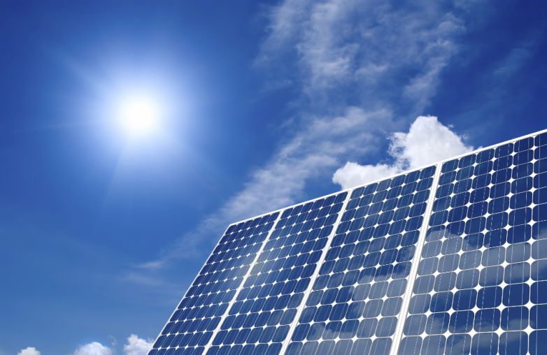 Solarna_energia_zabija_uhlie_a_to_napriek_Trumpovym_slubom_2017