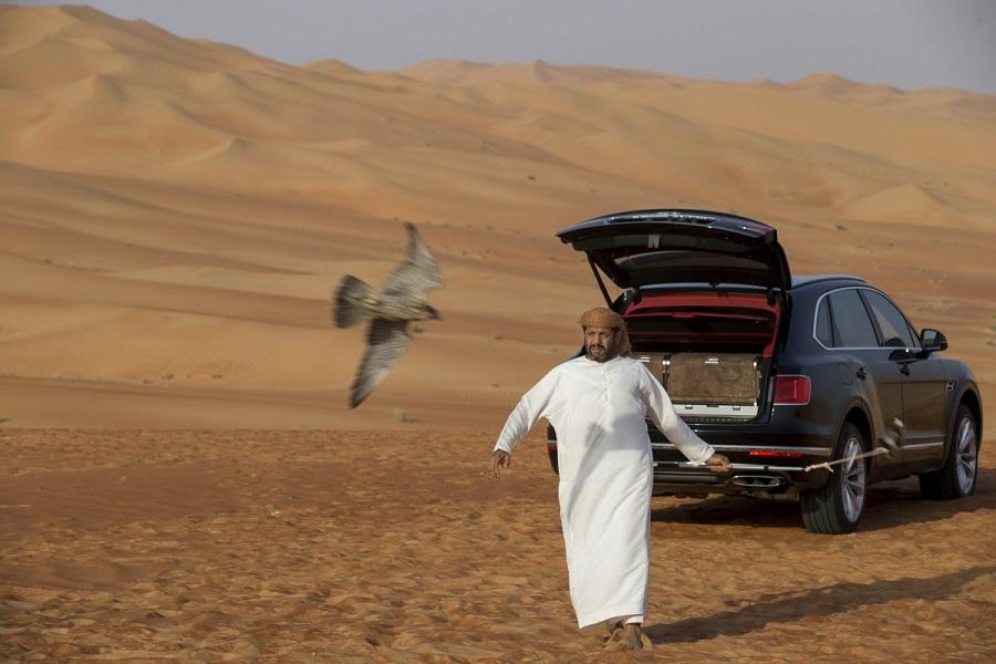 Luxusne_SUV_od_Bentley_vytvorene_pre_Stredny_vychod_9