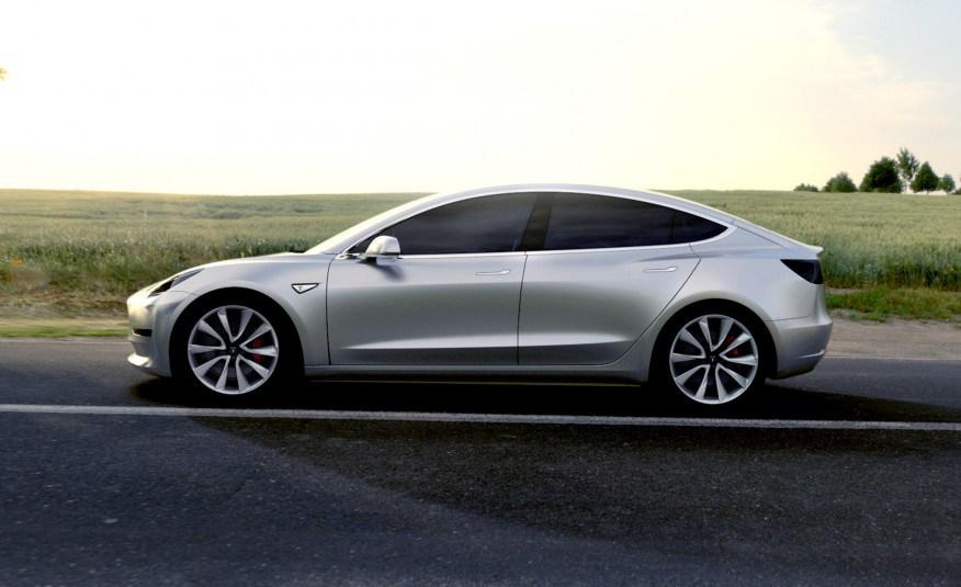 Spustenie_Modelu 3_Tesla_by_mohlo_byt_rovnako_velke_ako_s_iPhonom_1