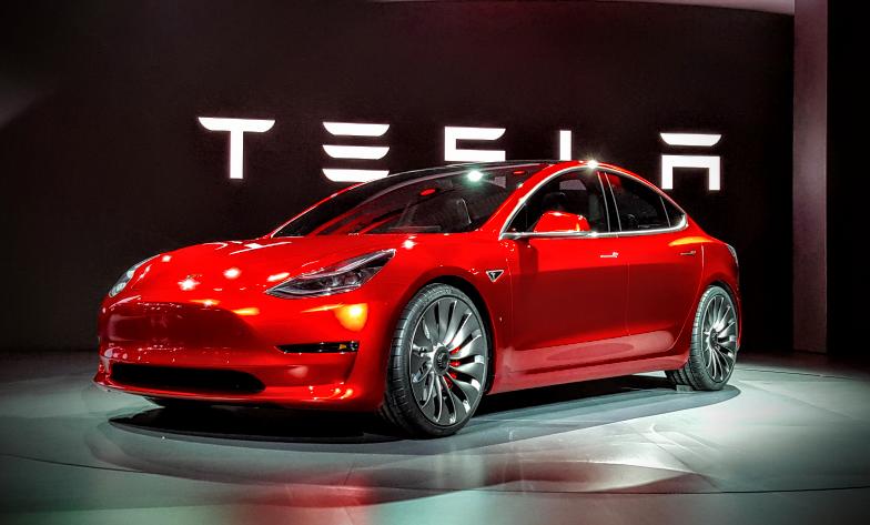 Tesla_doruci_prve_vozidla_Modelu_3_uz_tento_mesiac_2017
