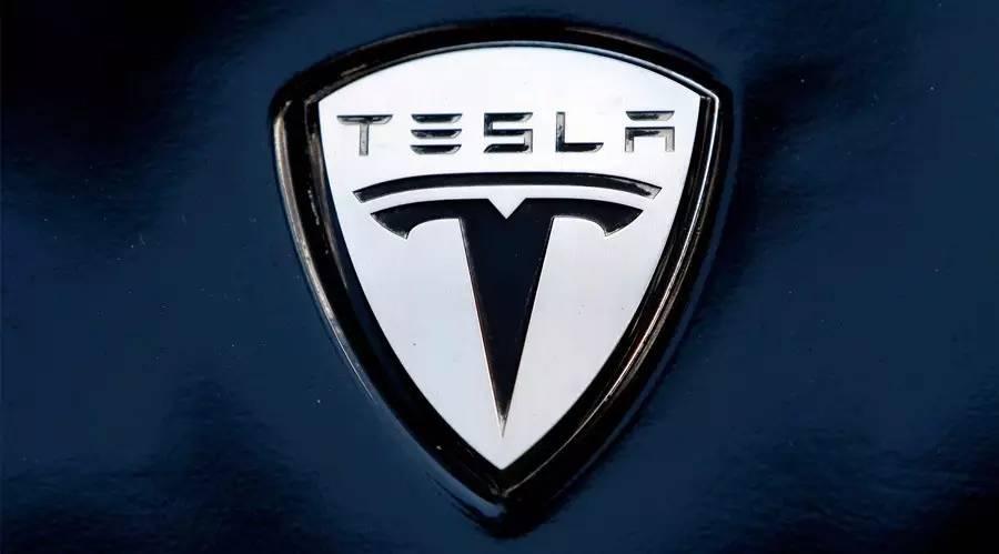 Tesla_straca_titul_najcennejsej_automobilky_USA_2017