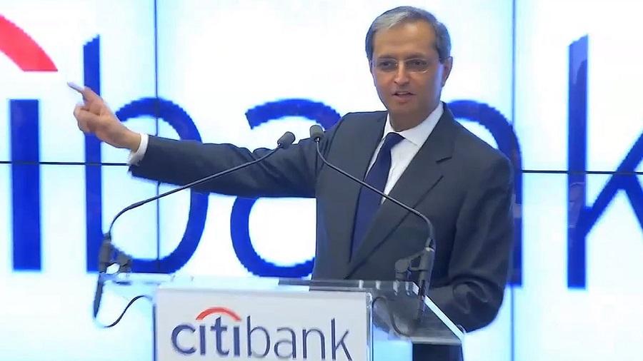 Bývaly_riaditel_Citigroup_30_percent_bankarov_nahradia_roboti
