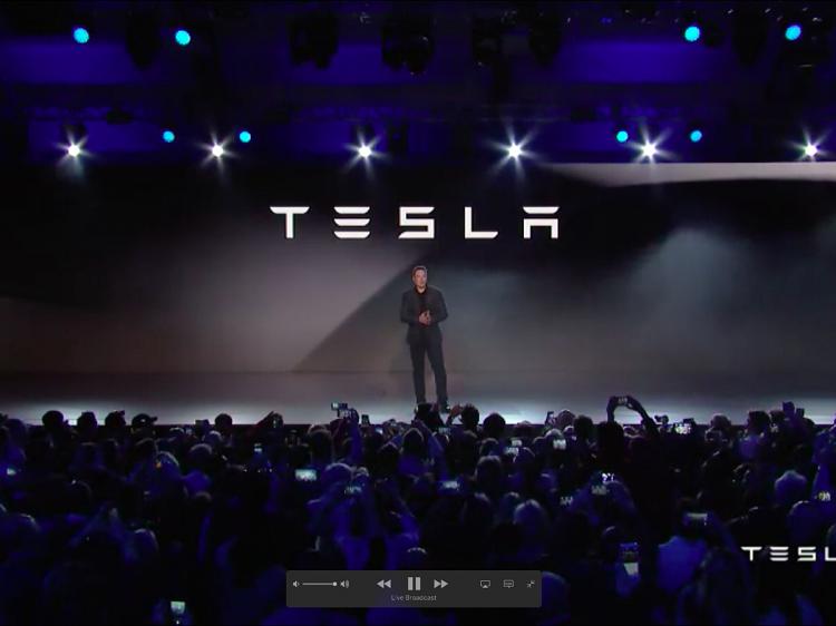 Co_vieme_o_elektrickom_kamione_od_spolocnosti_Tesla_2017_4