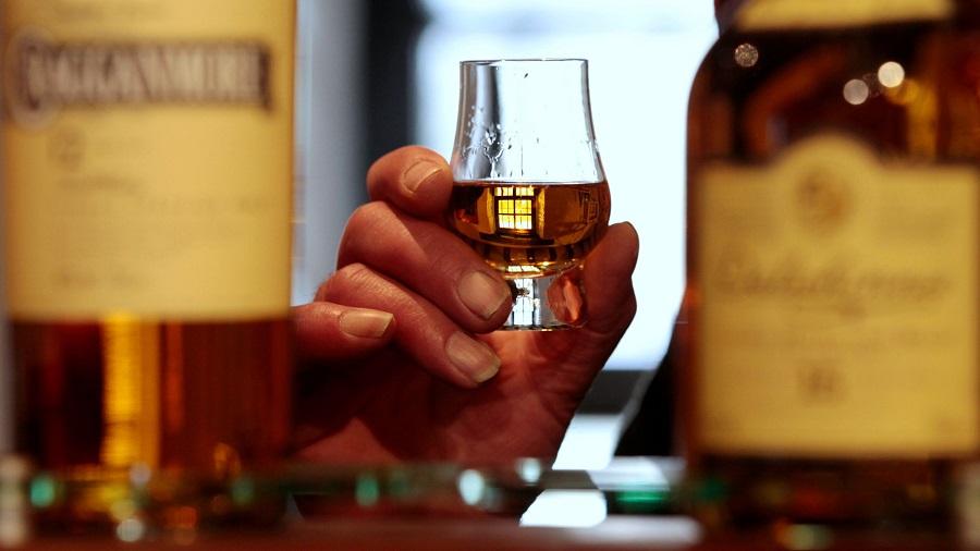 Skotsko_jednoducho_nemoze_vyrobit_dostatok_skotskej_whisky_2017