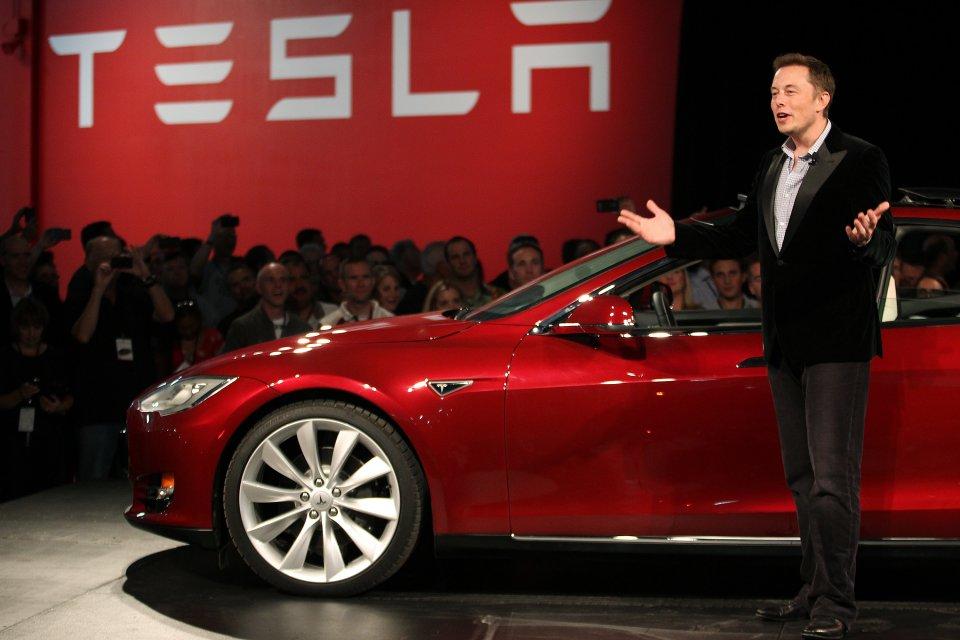 Tesla_v_septembri_absolutne_minula_ciel_pre_Model_3_2017