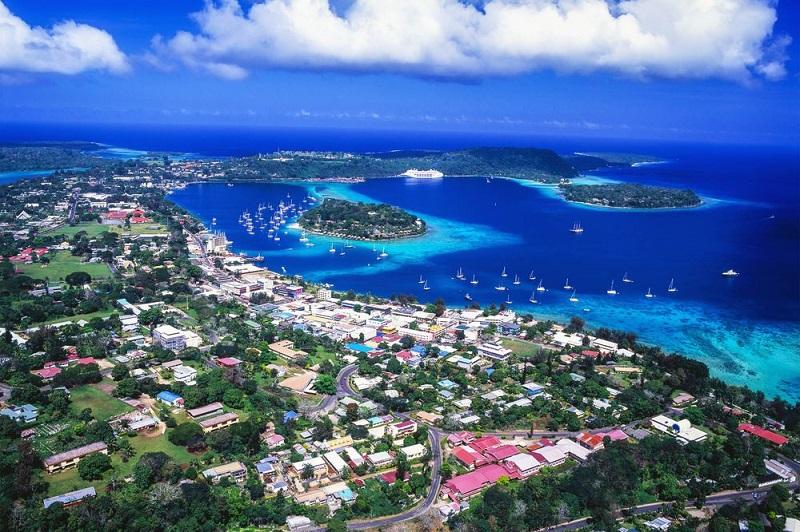 Efate, ostrov vo Vanuatskej republike.
