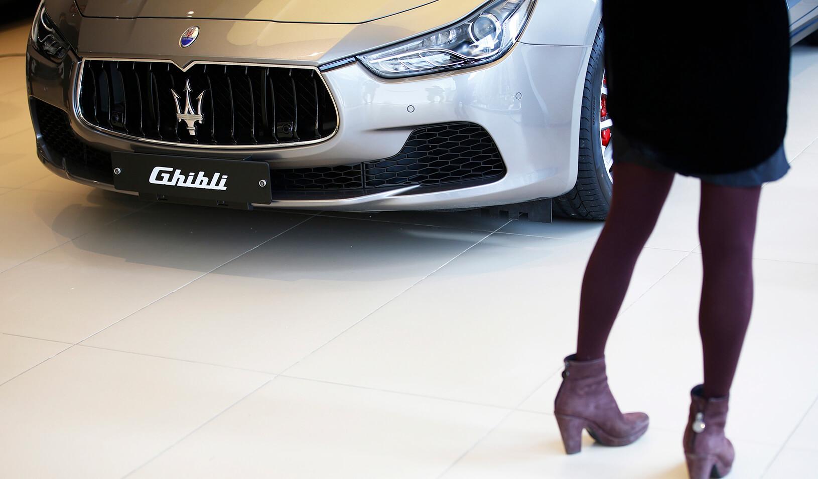 Za_pracu_opatrovatelky_ponukaju_129_000_a_pristup_k_rodinnemu_Maserati