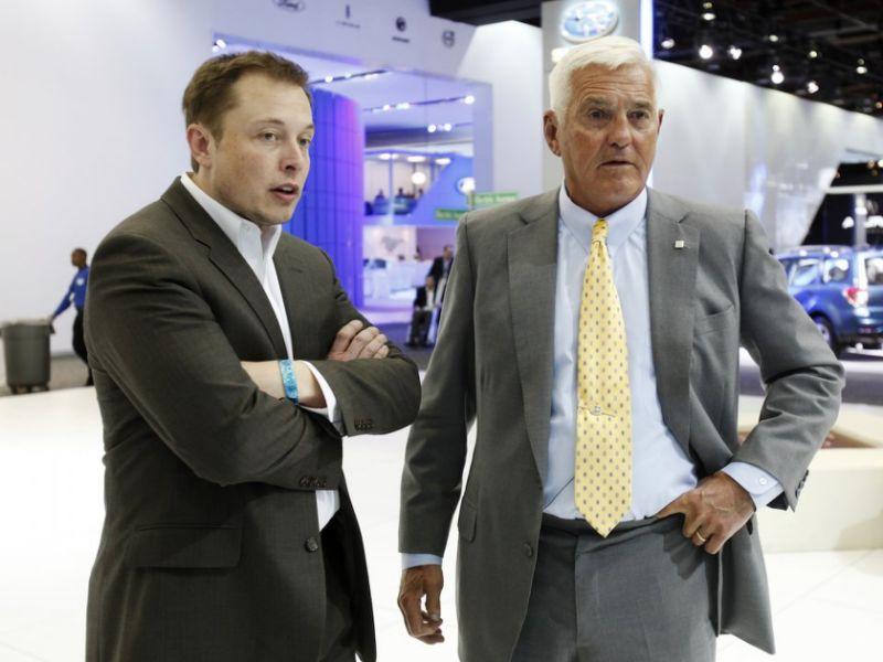 Elon Musk a Bob Lutz.
