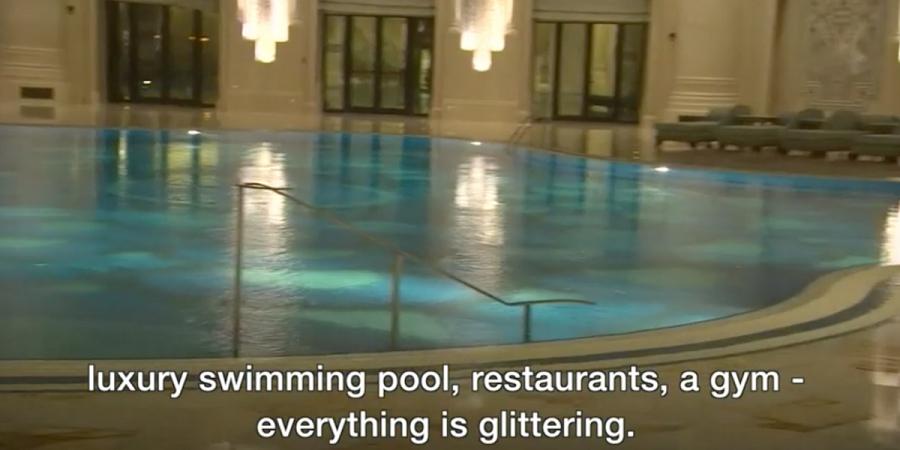 Luxusný bazén, reštaurácie a telocvičňa – všetko sa trblieta zlatom.