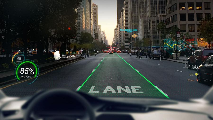Systém rozšírenej reality Navion premieta rôzne informácie priamo na čelné sklo vozidla.