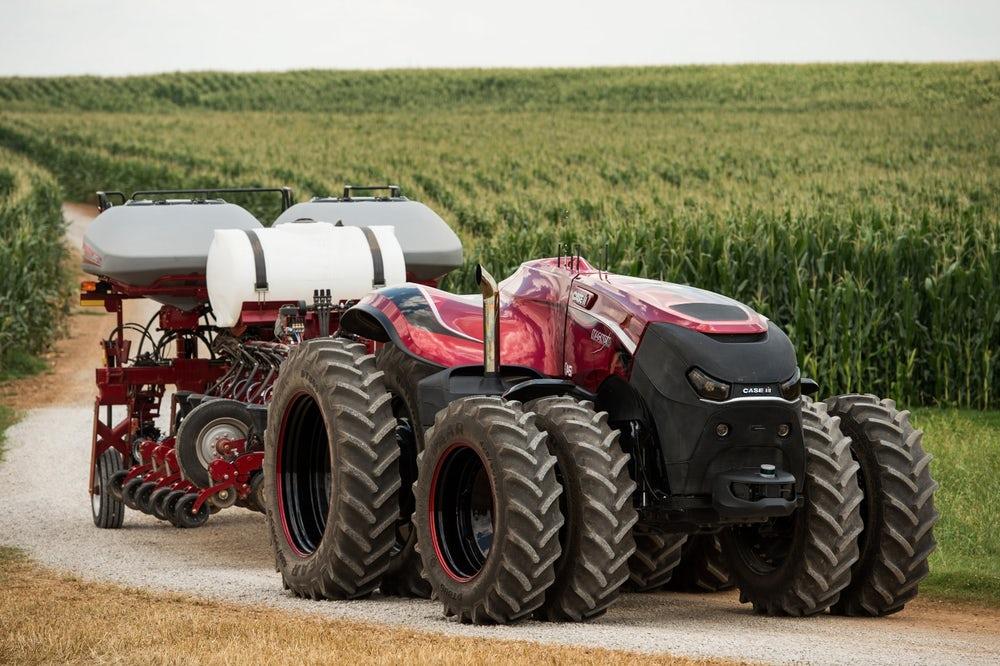 Japonsko_pracuje_na_traktore_bez_vodica