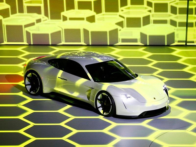 Konkurent_Tesly_od_Porsche_moze_byt_lacnejsi_nez_sa_ocakavalo_2017