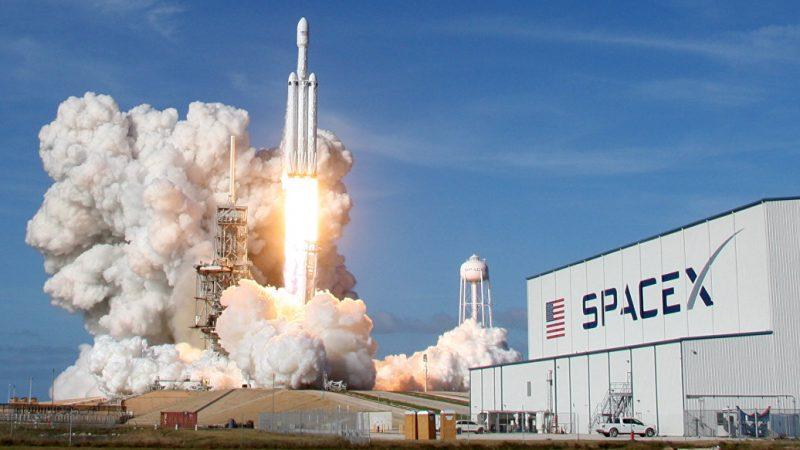 Elon_Musk_Nova_raketa_SpaceX_Falcon_Heavy_nici_konkurenciu_2018