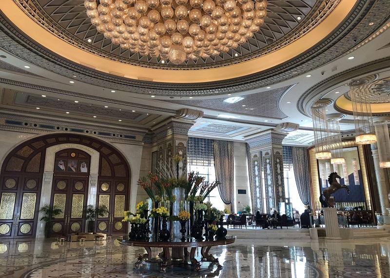 Vnútro hotela Ritz-Carlton.