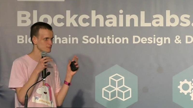 Vitalik Buterin, autor blockchainu Ethereum, sa sťažoval na podvodníkov, ktorí sa zaňho vydávajú na sociálnej sieti Twitter.