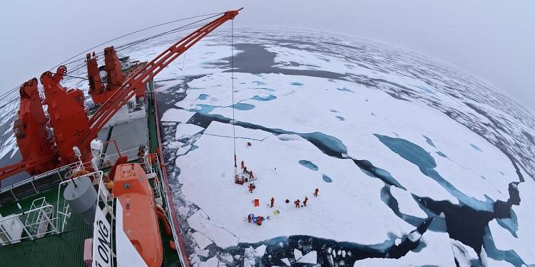 Xue Long, čínsky výskumný ľadoborec v Severnom ľadovom oceáne.