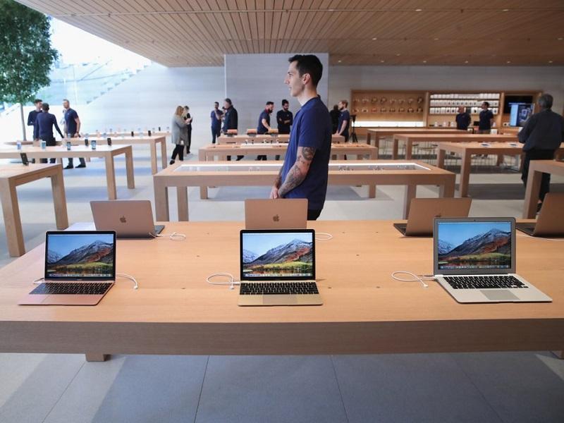 Zakaznici_Apple_poukazuju_na_rastucu_krizu_v_gigante_12
