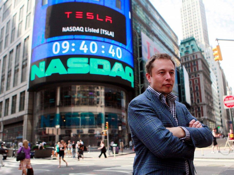 Elon Musk je večne zaneprázdnený.