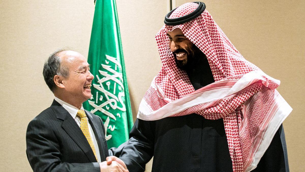 Generálny riaditeľ spoločnosti SoftBank - Masayoshi Son a saudský korunný princ Mohammed bin Salman