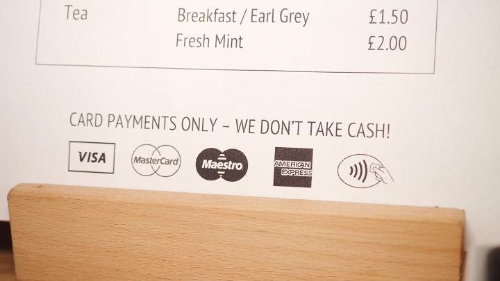 Londýnska kaviareň Browns of Brockley už neakceptuje platby v hotovosti.