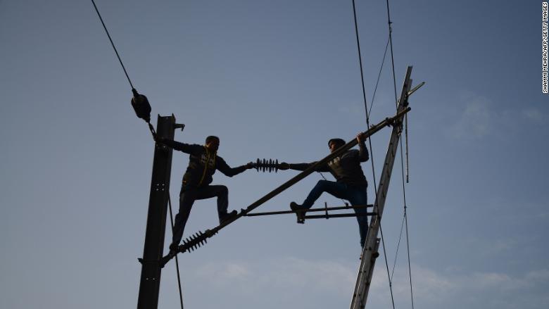 India_100_percent_dedin_uz_elektricku_energiu_ma_Miliony_ludi_vsak_zostava_v_tme