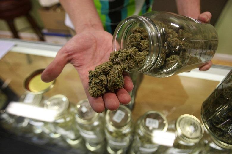 Legalny_trh_s_marihuanou_navysi_danove_prijmy_Britanie_o_1_mld_libier