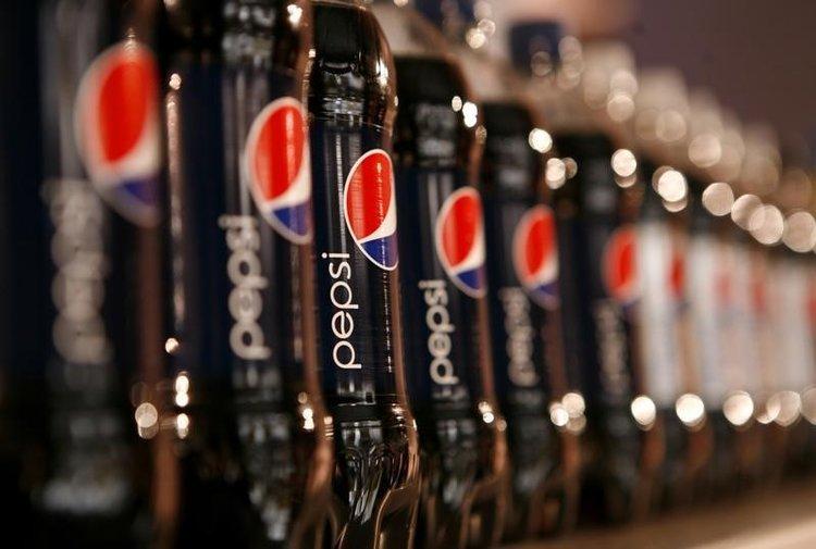 Fľaše Pepsi vystavené na Stretnutí investorov v roku 2010 v New Yorku.