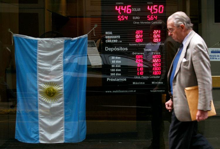 Argentinske_peso_prepadlo_kedze_guverner_centralnej_banky_odstupil