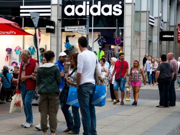 Riaditel_spolocnosti_Adidas_vysvetluje_dolezitost_Amazonu