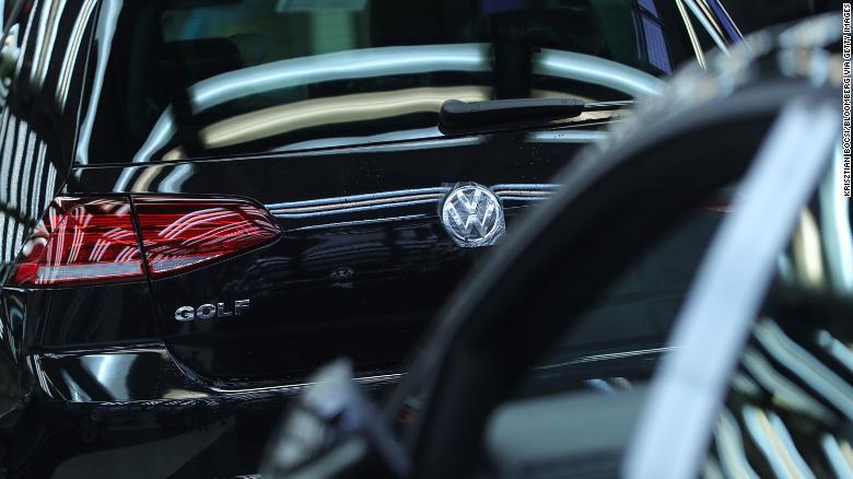 Volkswagen taktiež vynakladá miliardy na výrobu elektrických automobilov v Číne.