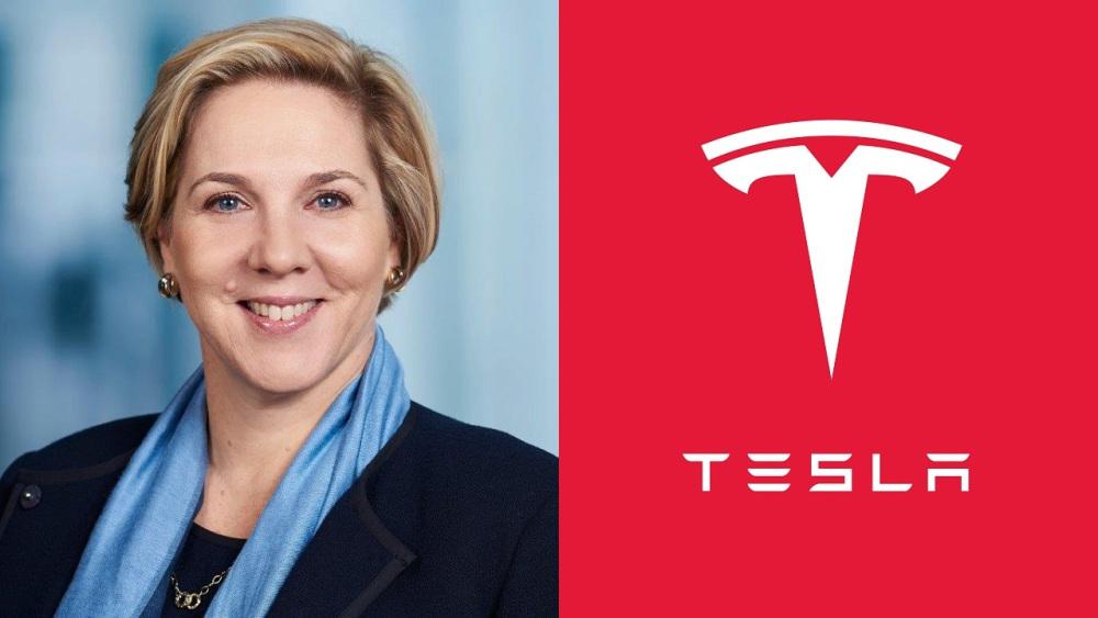 Robyn Denholmová je od roku 2014 nezávislou riaditeľkou spoločnosti Tesla.