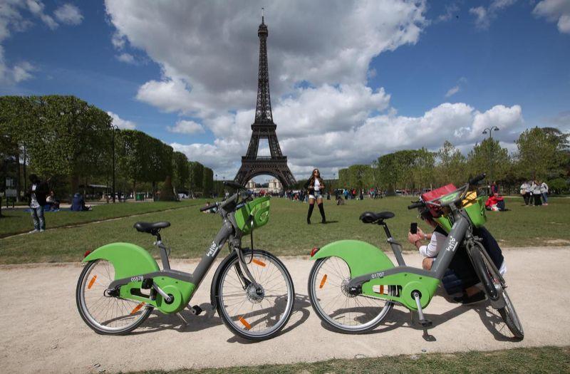 Pariz_planuje_spustit_najvacsiu_flotilu_elektrickych_bicyklov_na_svete
