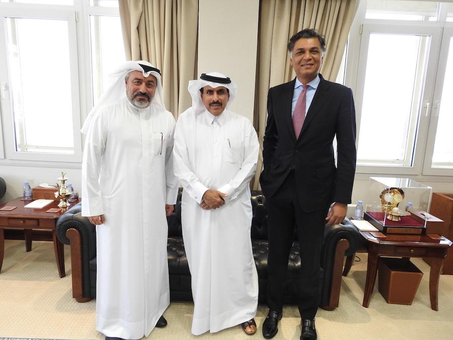 Predstavitelia Kataru a Deutsche Bank.