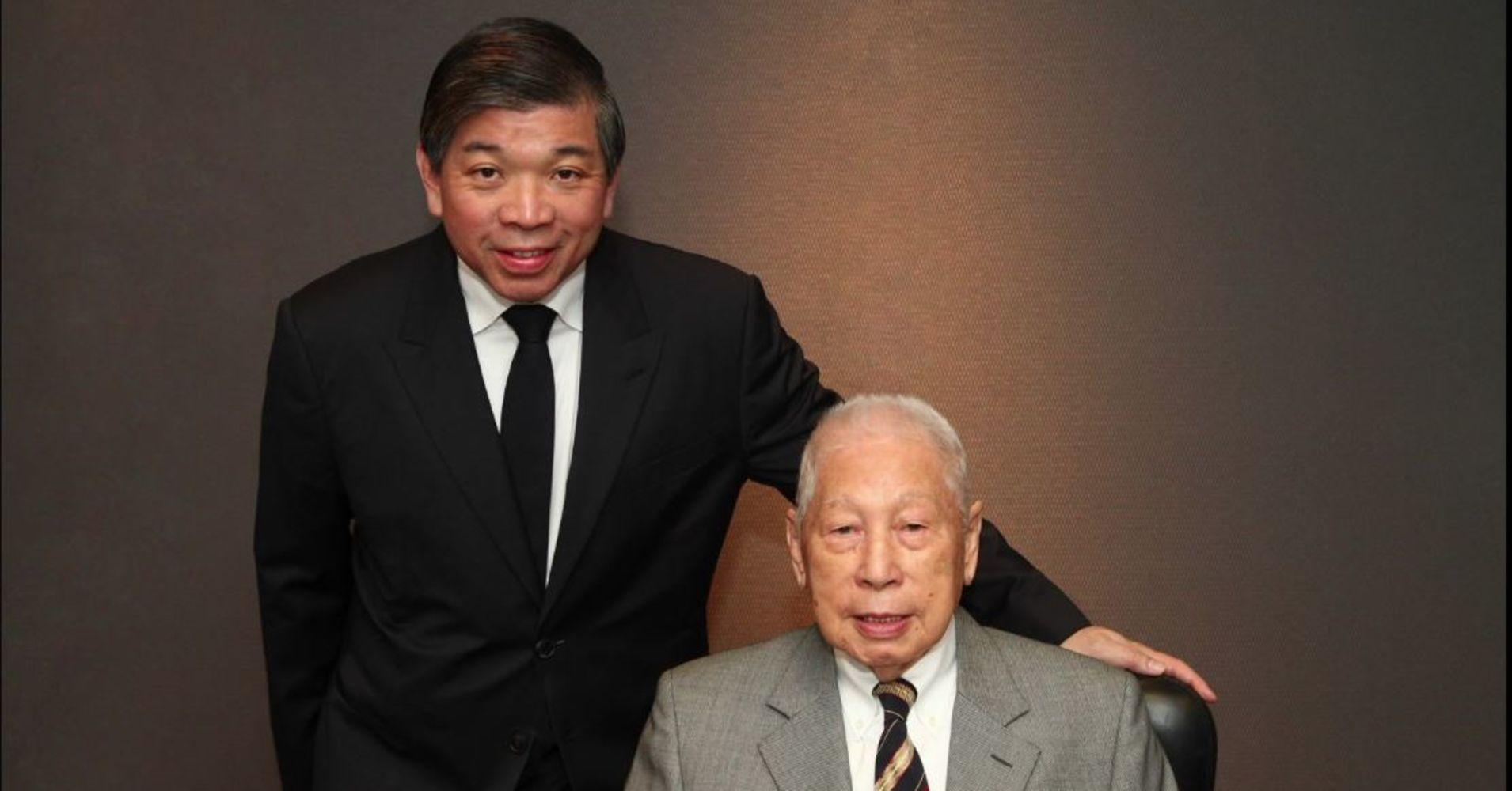 Teo Siong Seng (vľavo), výkonný predseda a Chang Yun Chung, zakladateľ a zasúžili predseda Pacific International Lines.
