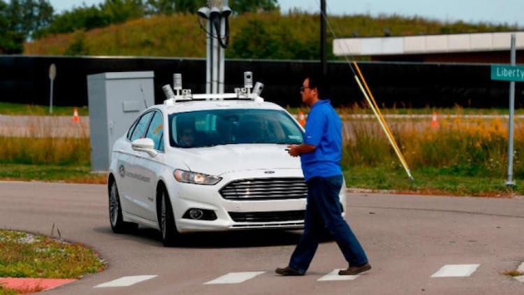 Ford_chce_aby_automobily_komunikovali_so_semaformi_a_chodcami