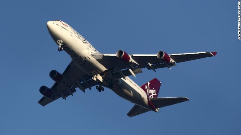 Boeing 747 spoločnosť Virgin Atlantic sa pripravuje na pristátie na londýnskom Gatwicku.