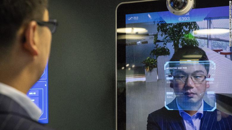 Xu Li, CEO spoločnosti SenseTime, ktorá ponúka systém rozpoznávania tváre. Algoritmy identifikácie obrazu SenseTime z neho urobili najcennejší startup spomedzi umelej inteligencie (AI) na svete.