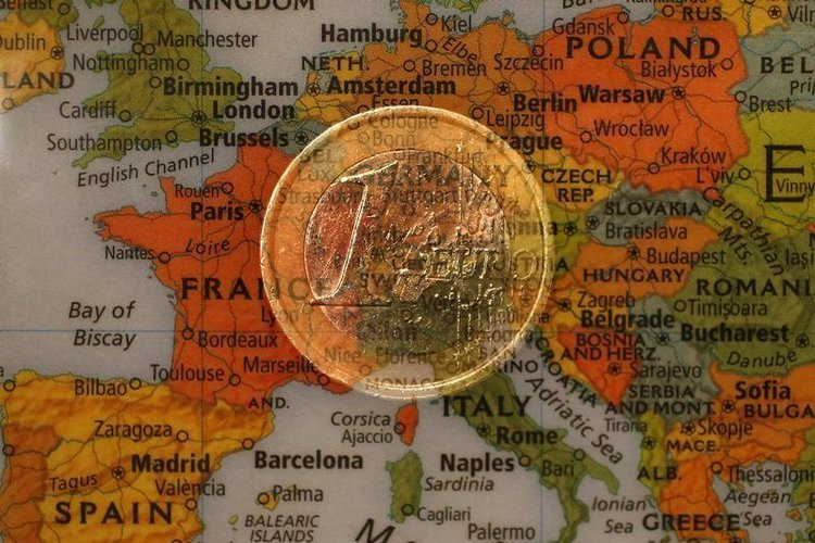 ECB_obmedzuje_zvysovanie_urokovych_sadzieb_ked_ekonomika_spomaluje